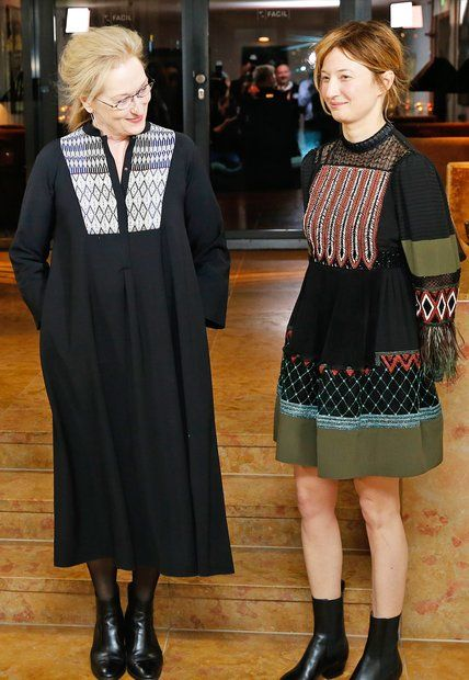 Berlinale 2016: Die Jury-Mitglieder Meryl Streep und die italienische Schauspielerin Alba Rohrwacherhaben sich für ihren gemeinsamen Fototermin für bezaubernde Outfits im dezenten Ethno-Look entschieden.