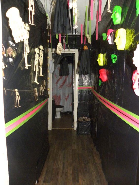 Pinterest the world s catalog of ideas for Haunted house hallway ideas