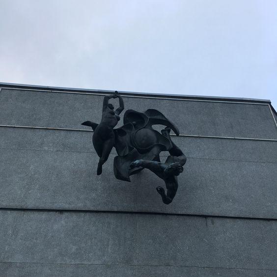 Скульптура на здании санатория. Фото: Vladimir Shveda
