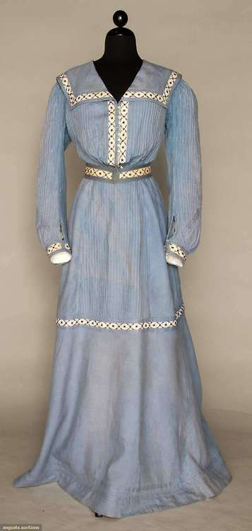 Seaside Dress 1890s Augusta Auctions - OMG that dress!
