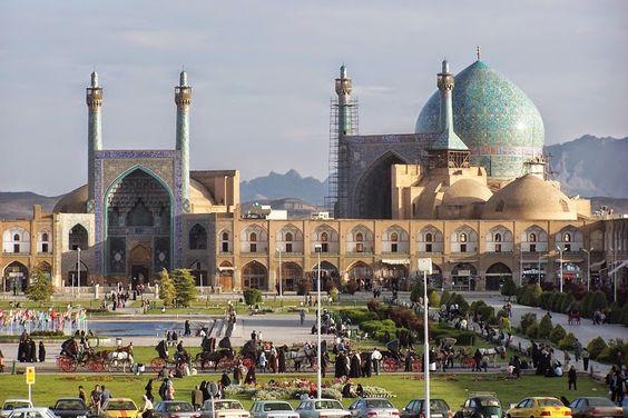 El ministro iraní de Asuntos Exteriores, Mohamad Yavad Zarif, solicitó el lunes la extensión del turismo y el aumento de la circulación entre los residentes de Irán y Azerbaiyán.