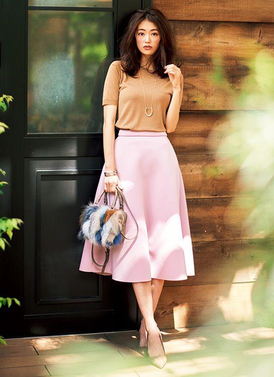 【毎日コーデ】茶色にするだけでアカ抜ける!甘スカートを大人に着こなすコーデ