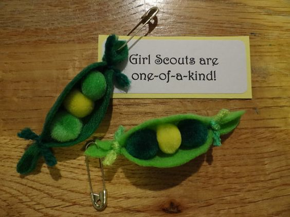 Set of 10 two peas in a pod girl scout swap or craft kits for Peas in a pod craft