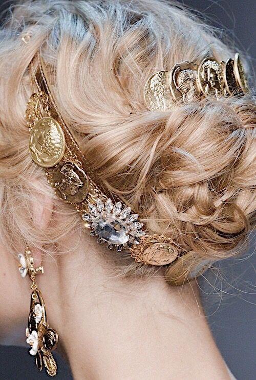 Vsco Details From Dolce Gabbana F W 17 Milan Fashion Week Tastefullydepressed Steampunk Hairstyles Hair Styles Dolce And Gabbana