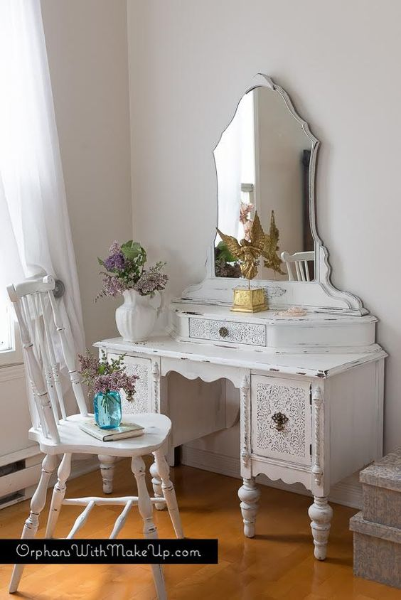 Embossing Plaster Dressing Table