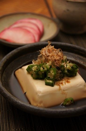Hot Dashi Broth Tofu with Okra Slice and Katsuobushi (Japanese Dried Bonito)|温奴