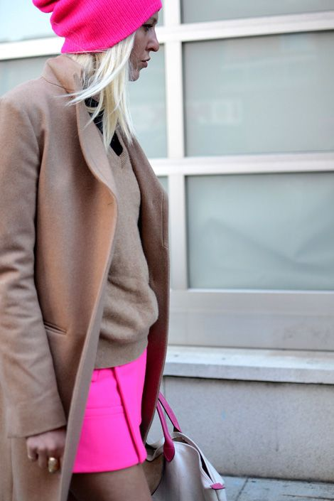 camel with a neon pop: Fashion Style, Neon Neutral, Street Style, Camel Neon, Hot Pink, Colorcombo, Neon Pink