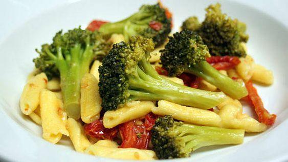 Cavatelli With Sauteed Broccoli, Garlic, And Sun Dried -5749