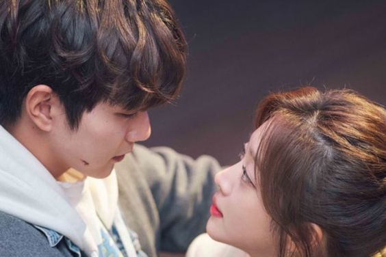 """The 9 Most Heart-Fluttering Moments From """"My Strange Hero"""""""