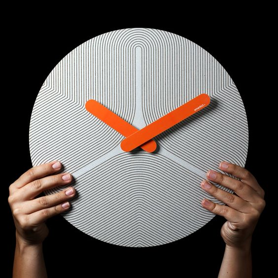 Pensamiento 8 by Seed Time  //  wow! great graphic design on a wall clock. refreshing.