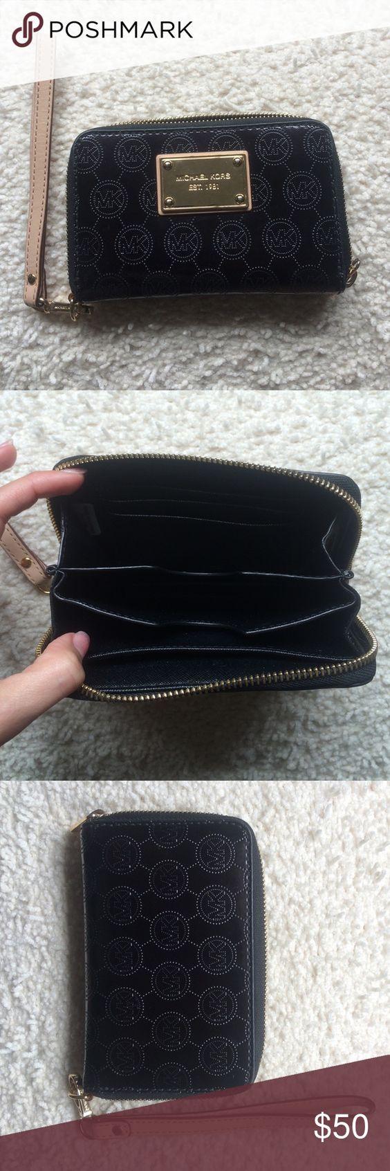 ❤️Michael Kors Wallet Wristlet Never worn MK wallet wristlet Michael Kors Bags Clutches & Wristlets