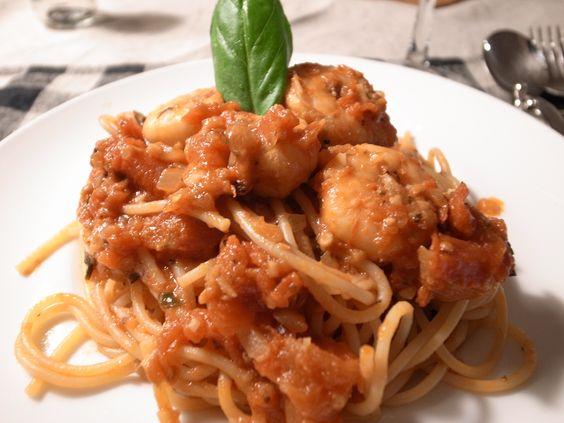 Pasta;shrimp,tomato sauce,basil
