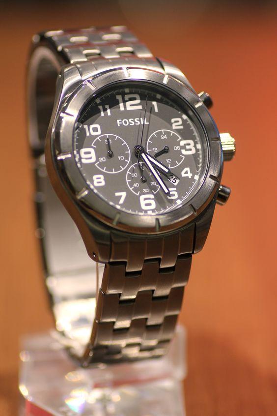 Zeit für Grau! Diese Herrenuhr von Fossil ist zeitlos und gleichzeitig modern.
