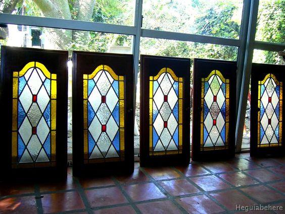 vitrales muebles serie puertas de muebles con vitral en rombos con botones rojos (serie).-  #vitraux  #vidrio   #glass-art  #vetrata-decorata