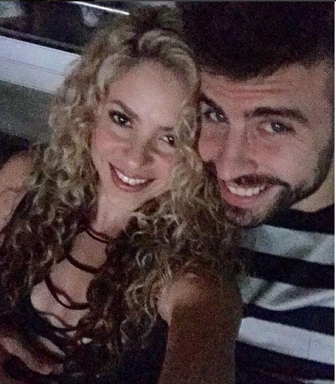 traslapistayahoo:      Sasha, el hijo menor de Shakira y Piqué nació hace 10 meses… y ¿qué creen?, la cantante se dio tremendo susto hace poco y tuvo que correr a hacerse la prueba de embarazo porque