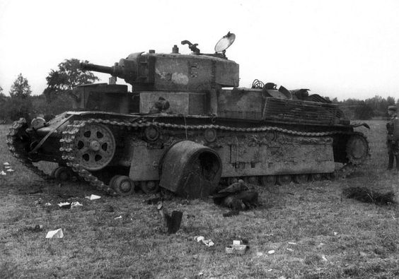 T-28 destruido