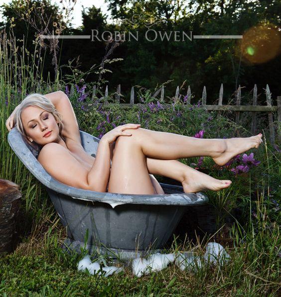nude boudoir photography outside
