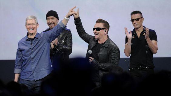 """Bono, líder de la banda U2, pidió disculpas a sus seguidores, y a los que no lo son, por la manera en la que difundieron su más reciente álbum, """"Songs of Innocence"""", mismo que pusieron voluntariamente a fuerza a disposición en iTunes de manera gratuita. El emblemático cantante destacó que, mediante esta dinámica, incurrieron en…"""