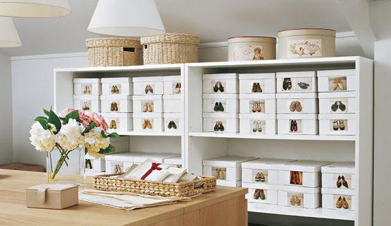 Truques de organização: organizar os sapatos em caixas. Uma foto na frente e pronto, acesso rápido!  Fotografia: Pinterest / Arquitrecos.: