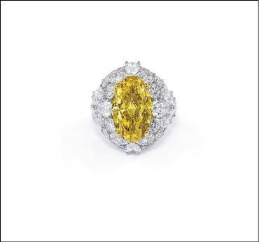 Graff橢圓型黃鑽戒指,主石約10克拉,搭配鑲嵌總重約13克拉鑽石,約1億5千萬元。圖片提供/Graff