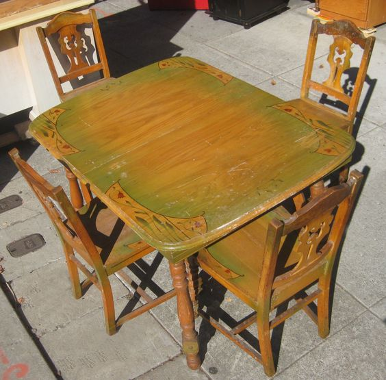 Kitchen table in 1940s collectibles sold for 1930 kitchen table