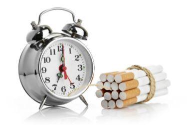 O adiamento consiste em adiar o primeiro cigarro do dia, até parar de fumar completamente. Entenda os prós e contras do adiamento para parar de fumar