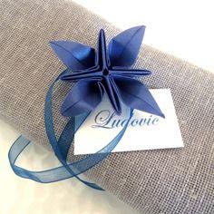 Mariage origami and marque place on pinterest - Serviette de table bleu roi ...