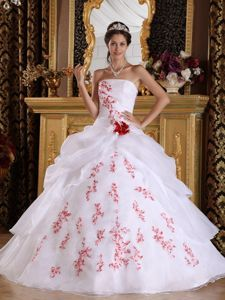 White Princess Pick-ups Dresses for a Quince with Red Appliques