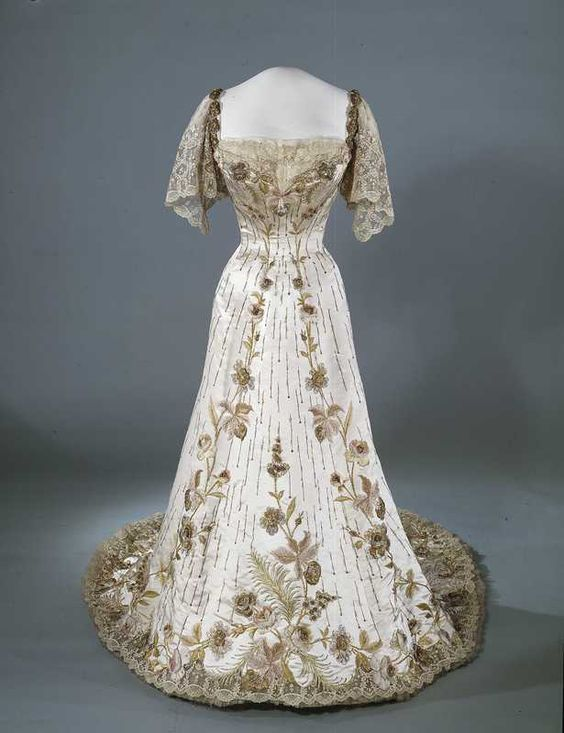 omgthatdress:  Dress 1906 Nasjonalmuseet for Kunst, Arketketur og Design