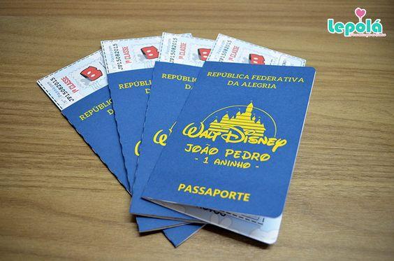 Lindo convite Passaporte tema Turma do Mickey - Viagem a Disney no formato do passaporte original, ticket de passagem com dados da festa e nome do convidado.    Feito em papel de alta gramatura, personalizado no tema da festa com nome do aniversariante.    -Personalizamos em qualquer tema;  - Ped...