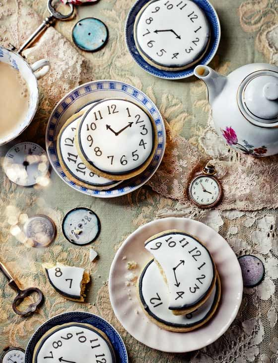 Tick tock shortbread - a gorgeous idea for a mad hatter's tea party!:
