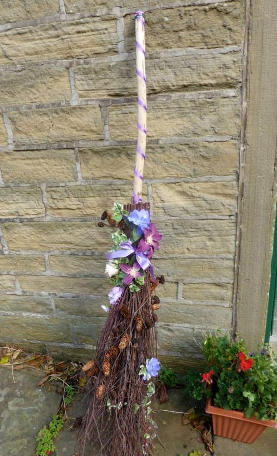 The wedding broom is popular amongst both the Celtic diaspora and the African diaspora. They are also very common in Pagan handfastings.