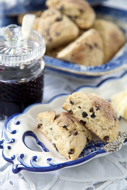 cream scones, sub the currants with choco chips! | Food and nomblies ...