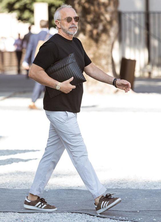 シンプルな黒Tシャツ。大人が一枚で着るならどうする? | メンズファッション | LEON.JP