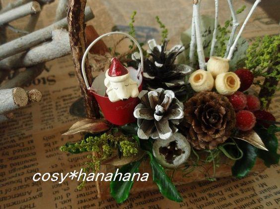 森の中の小さなクリスマスをテーマにアレンジしました。木の実が盛りだくさんです。花材…松ぼっくり モス ボラフラワー シナモン ...|ハンドメイド、手作り、手仕事品の通販・販売・購入ならCreema。