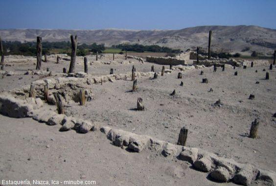 Tour a Estaquería, antiguo centro ceremonial de Nazca.  A sólo 2 kilómetros de distancia de Cahuachi, en la margen izquierda del río Nazca, en Ica, se observan una gran cantidad de gruesas estacas de huarango al que se le llamó Estaquería.