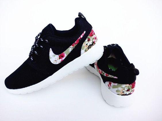 are nike roshe running shoes