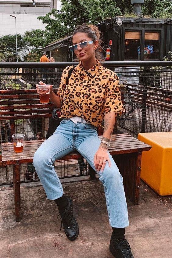 Como usar camisa estampada com calça jeans, camisa animal print