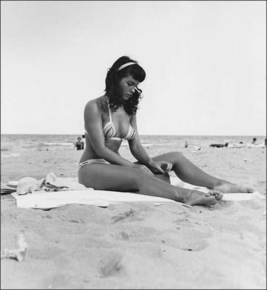 Bettie Page. http://t.co/1tjbhpmbAQ http://t.co/k87zWLR2b6 http://t.co/OCXTZ4JO9h
