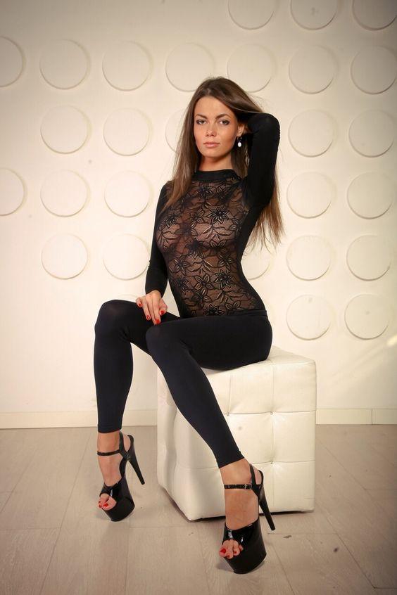heelsandlonglegs:  Follow me for more sexy girls in heels