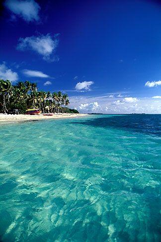 l'eau est claire et propre. il a un ciel et beaucoup de végétation blus magnifique. très jolie et naturelle (ciera pd 2)