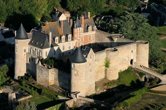 Luynes Castle - Luynes,  Indre-et-Loire,région Centre, France;  a 12th century fortress;  still inhabited