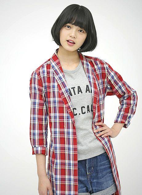 赤い服の平手友梨奈
