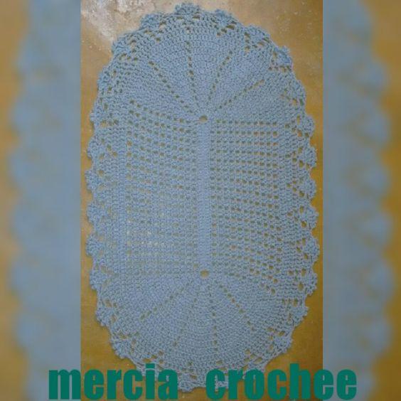 Tapete de croche oval  Mais um trabalho feito por mim amo fazê croche.