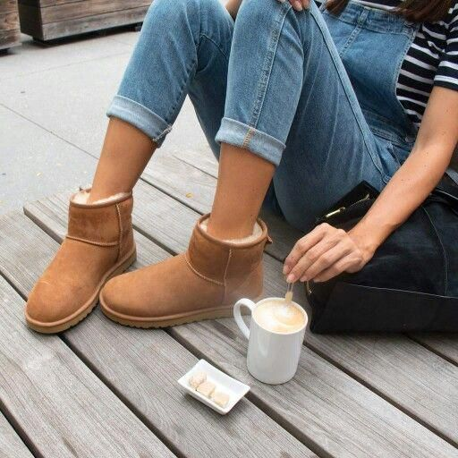 Cute look with short Uggs #womensfallfashiontrendsrippedjeans