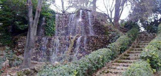 Uno de los jardines más bonitos de la ciudad de Madrid es sin duda La Quinta de la Fuente del Berro, casi 8 hectáreas de preciosos rincones con los que tod