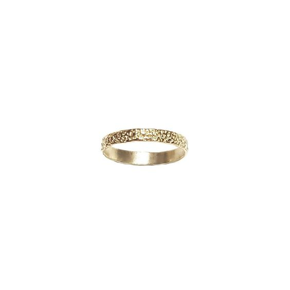 Thin Frost Gold #Frost #finerings #gold #stackingrings #jewellery https://www.eliisemaar.com/collections/frost/products/thin-frost-2