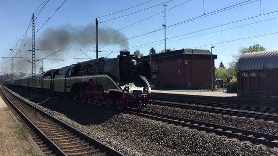 Br 18 201 in Schwarzenbek mit Pfiff