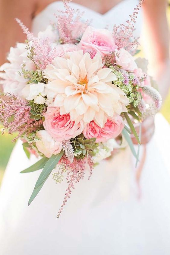 18 soft pink wedding bouquets to fall in love with 1: