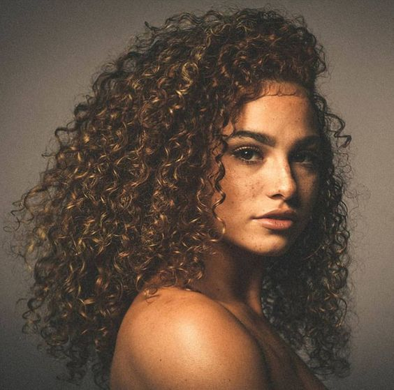 Hair Inspiration Get This Look By Shopping Foreignstrandz Using One Of Our Many Textures Can Help Achieve This Look Capelli Corti Ricci Capelli Ricci Capelli